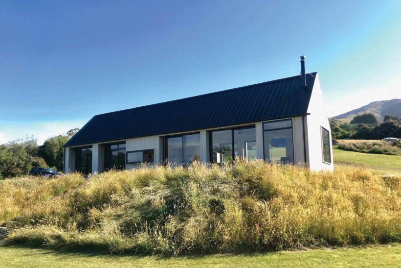 Coastal Banks Peninsular House Vulcan Cladding in Sioox finish Abodo Wood 1