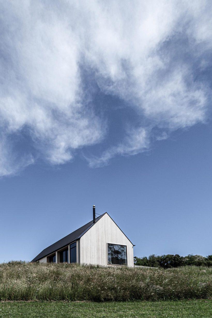 Coastal Banks Peninsular House Vulcan Cladding in Sioox finish Abodo Wood 4