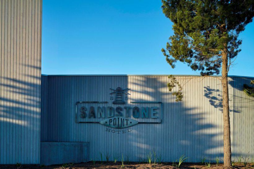 Sandstone Point Hotel - Vulcan Cladding - Abodo Wood
