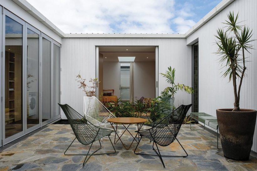 Shane Kingsbeers Gisborne home and studio Vulcan timber Abodo Wood 2